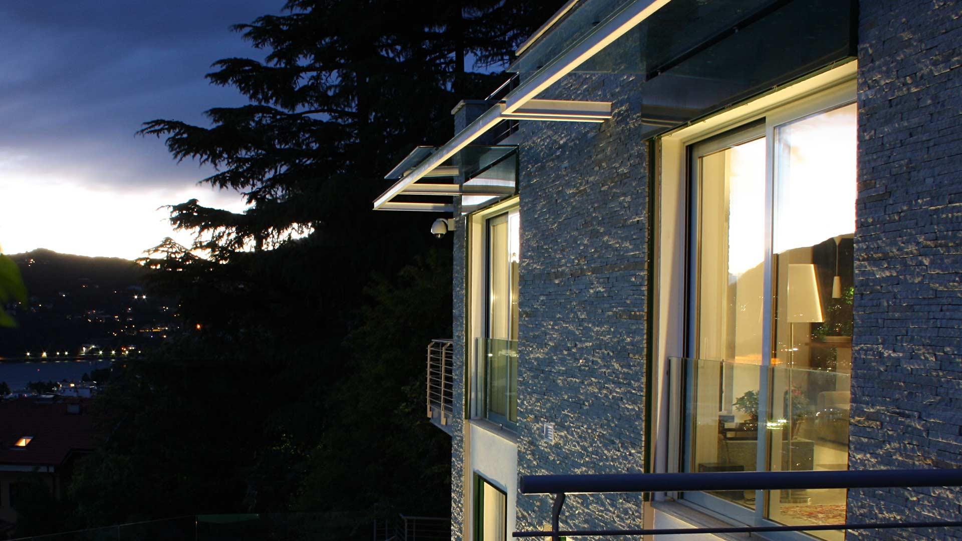 Le realizzazioni di Art Metal Srl: villa di pregio architettonico con piscina a Como.