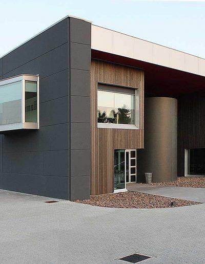 Gli altri prodotti di Art Metal: serramenti e facciate per i capannoni industriali.